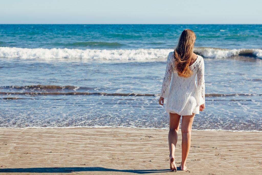 beach-bride-fun-206281